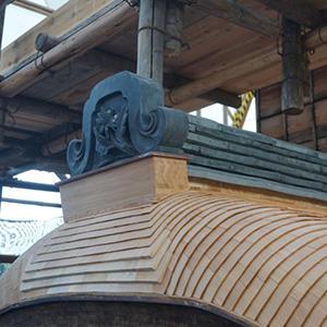 飛雲閣修復情報 屋根葺替工事 Vol.8「屋根の棟に瓦を積む」